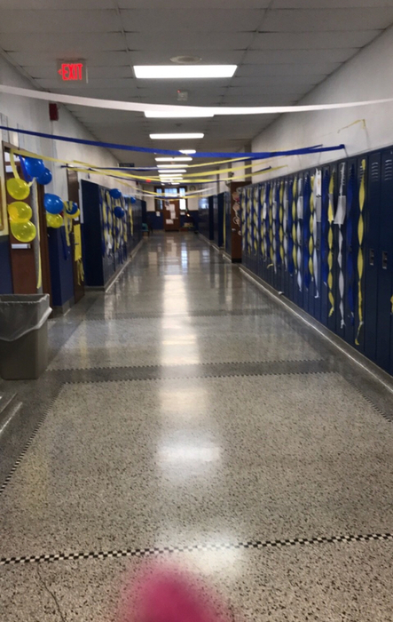 Wapello Middle School Hall Decorating