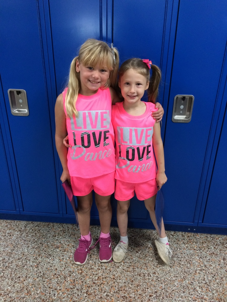 Twin Tuesday in 3rd Grade #wearewapello #tribepride
